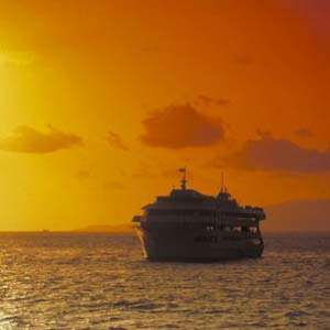 Three Star Sunset Dinner Cruise & Show