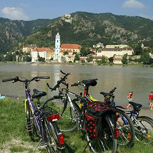 Biking in the Wachau Valley with Picnic