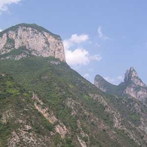 The monumental slopes along the Xiling Gorge